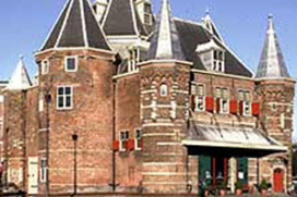 Amsterdam gaat stadsmonument De Waag herstellen