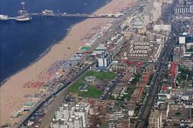 Nederlanders naar Maastricht en Scheveningen