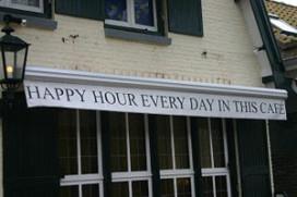 Kabinet gaat happy hour niet verbieden