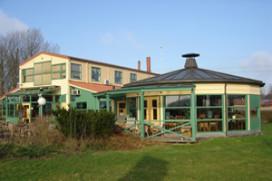Hajé de Jager opent hotel Ark in Lelystad