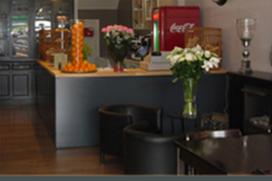 Oud-wethouder opent eetcafé in Apeldoorn