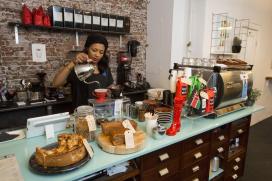 Opmars van kleine Amsterdamse koffiebars met buurtfunctie