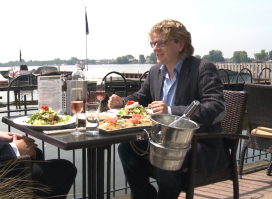 Gerlof Bos presenteert RTL 4 programma 'Hallo Holland