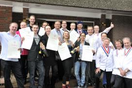 Elf sterklassers ontvangen certificaat gezel chef-kok