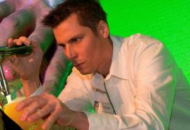 Sander van Veenendaal beste Heineken-tapper van de wereld