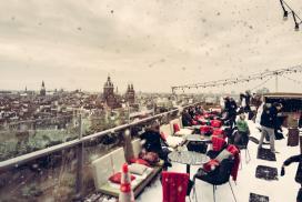 2000 kilo sneeuw op dakterras Skylounge