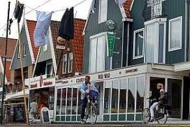 Jan Veerman verkoopt rampcafé aan gemeente