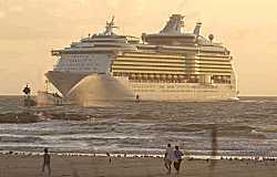 Grootste cruiseschip ter wereld gedoopt