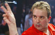 Legende Taylor strijdt voor dartpubs