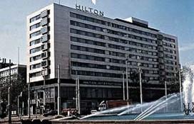 Betonplaten kletteren van Hilton Rotterdam