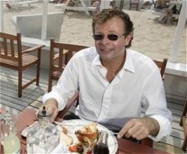 Chris Luken boos op curator failliet hotel