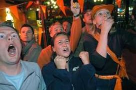 Robben-café in Bedum verandert in kolkend stadion