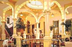 Hotel Des Indes dicht