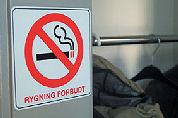 Denen schikken zich morrend in rookverbod
