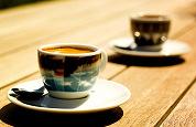 AD zoekt cafés voor koffietest
