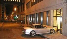 Hotelportier rijdt peperdure Ferrari in puin