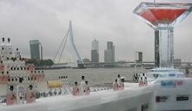Rotterdams record met martiniglas