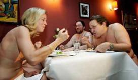 New Yorkers dineren elke maand naakt