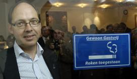 Antirookminister opent rookruimte Nieuwspoort