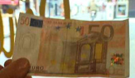 Cafés dupe van valse eurobiljetten