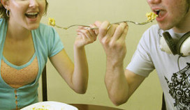Celstraf voor eten uit bord vriendin