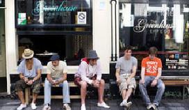 Amsterdam wil aantal coffeeshops halveren