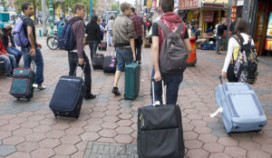 Buitenlanders geven fors minder uit in Nederland