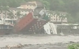 Hotel valt om door tyfoon