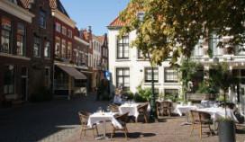 Dartel als eerste met terras op plein in Leiden