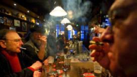 Amsterdamse cafés overtreden rookverbod massaal