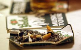 Val kabinet: KHN waagt zich niet aan rookverbod