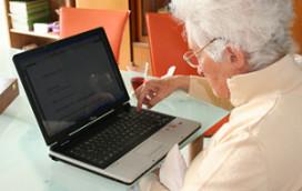 Helft senioren boekt vakantie online