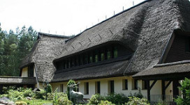 Van der Valk exploiteert voormalig DDR-paleis