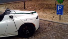 Van der Valk laadt elektrische auto's op