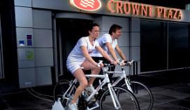 Crowne Plaza gasten fietsen voor stroom