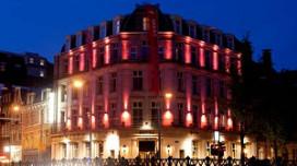 Banks Mansion kleurt roze door Giro