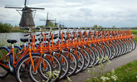 Stayokay presenteert 1.250 oranje fietsen