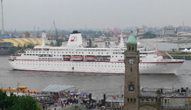 Duits cruiseschip in Noorse haven in brand