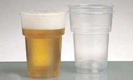 Politie Hengelo wil structureel plastic bierglazen