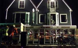 Brand in pand café de Hemel in Volendam
