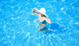 Hittestraal verbrandt gasten van hotelzwembad