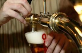 Duur bier jaagt cafégast naar Duitse kroeg