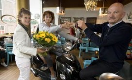 Moeder Rotterdamse horecaondernemer wint scooter van Misset Horeca