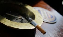 Boze roker sloopt café vanwege rookverbod