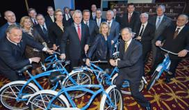 KLM schenkt fietsen aan vijfsterrenhotels Amsterdam