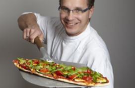 Onno Kokmeijer maakt recept voor New York Pizza
