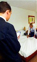 Hotelpersoneel op de vingers gekeken