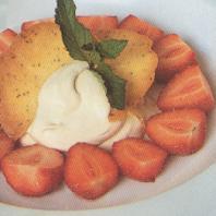 Gemarineerde aardbeien met balsamicoroom en vanilleroomijs