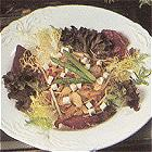 Lauwwarme salade van paddestoelen, asperges, taugé en paprika