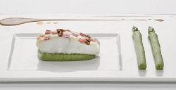 Heilbot met tapenade van kreeft op crème van groene asperges en kreeftensaus (Jilt Cazemier)